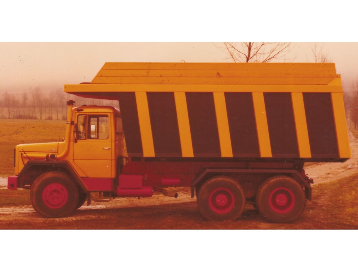 kamion_1978_za les1